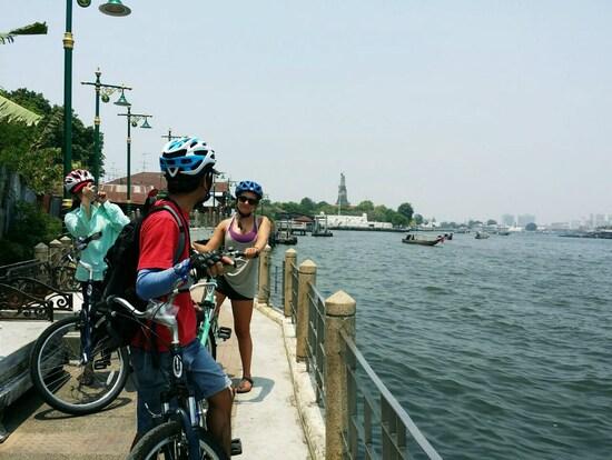 Bangkok Morning Bike Tour with English-Speaking Guide